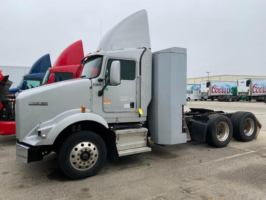 2014 KENWORTH T800 TRACTOR, TANDEM AXLE, DAY CAB, COMPRESSED NATURAL GAS (CNG), 412,208 MILES, VIN 1