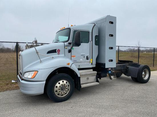 2013 KENWORTH T440 TRACTOR, SINGLE AXLE, DAY CAB, COMPRESSED NATURAL GAS (CNG), CUMMINS ISLG 320 CNG