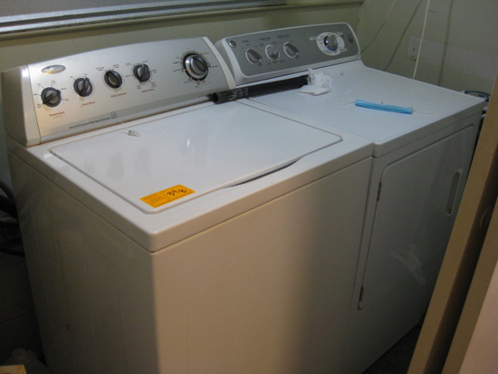 Set Whirlpool Washer and GE Dryer Front House