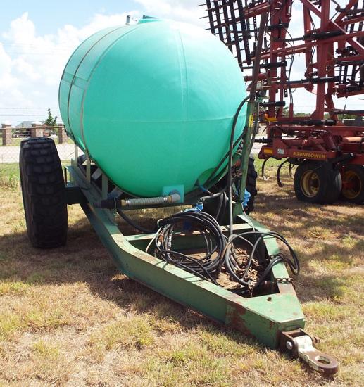 Snyder pull type 1,000 gallon tender cart, hyd pump   Farm