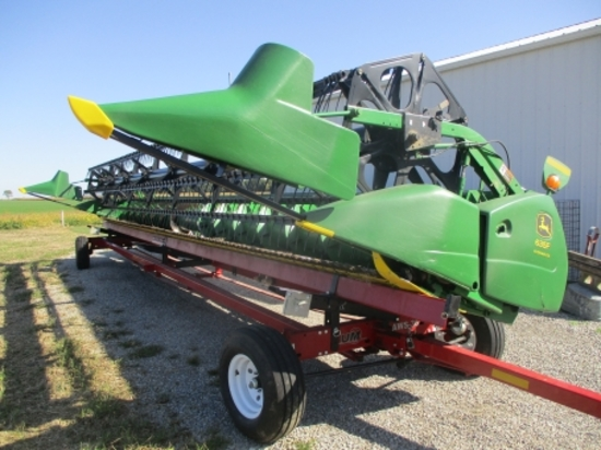 2004 JD 635F (35') hydra flex poly grain head, full fingers