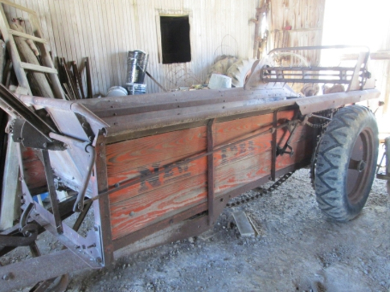 N.I. 12A ground drive manure spreader (good orig. cond.)