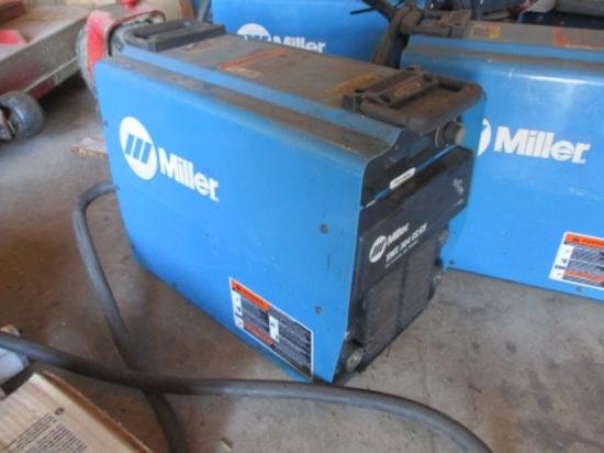 Miller XMT-304 eelcv DC inverter arc welder
