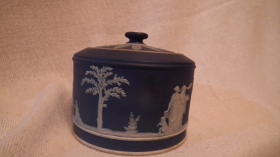 Blue & white covered powder/trinket jar with lid,