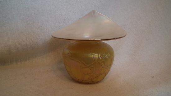Spittoon, gold & white, crackle design