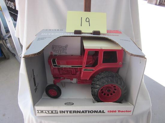 International 1566 Tractor-NIB-1:16