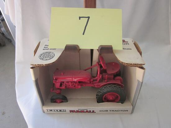 Farmall Cub Tractor-NIB-1:16