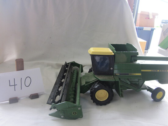 JD yellow top combine w/grain head (no box)