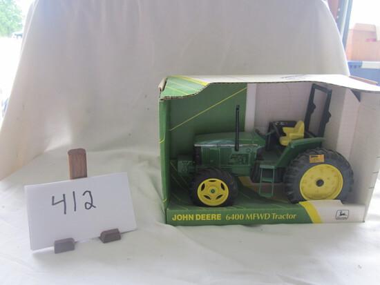 JD 640 MFWD tractor NIB 1:16