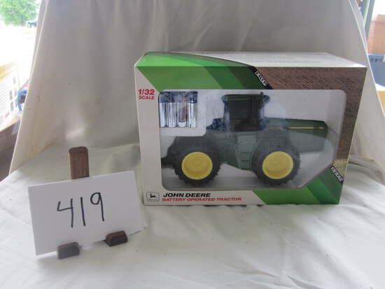 JD battery operated tractor NIB 1:32