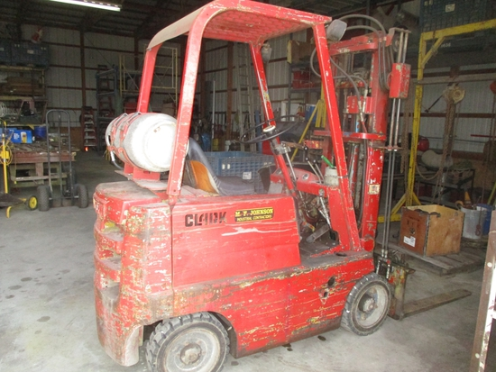 Clark 4000 lb., new hard tires, propane, 2 section mast