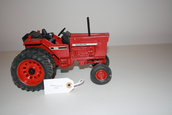 International tractor with dual wheels