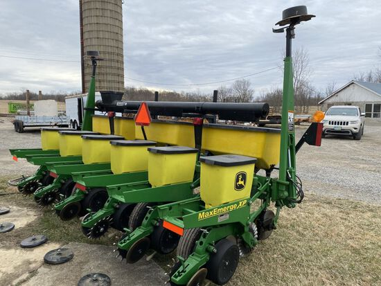 "'13 JD 1750 6-30"" no till planter, dry fert., Kasco auger fill"