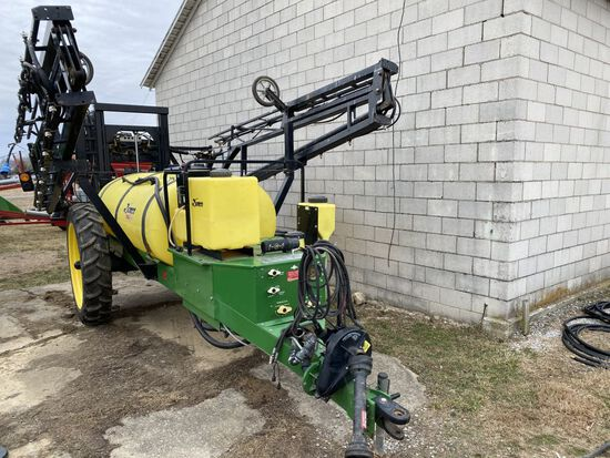 '05 Demco Starquest  600 gal. field sprayer, 60' hyd. booms/Tip Savers/Foam/Markers