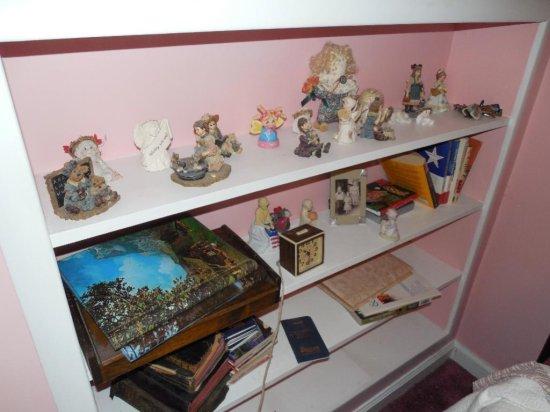Group Lot Figurines, Albums Etc