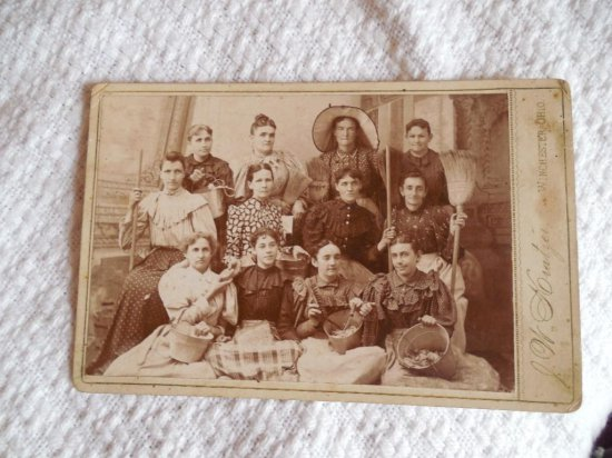 Unusual Cabinet Card Photo Occupational Maids Cooks