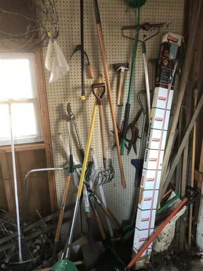 Garden Tool Corner Clean Out Lot