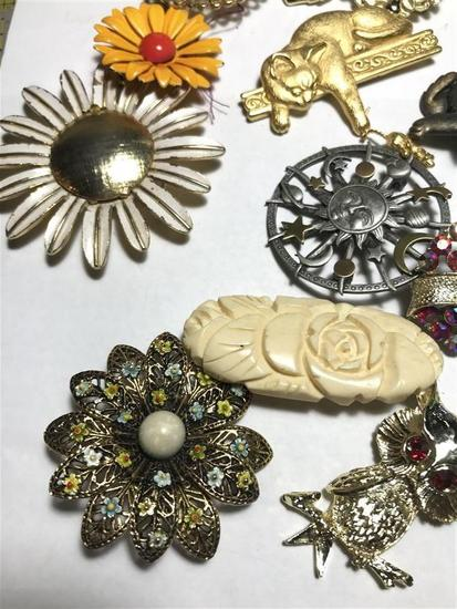 Group Lot Assorted vintage costume jewelry