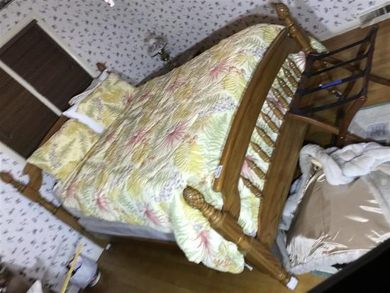 Vintage Queen Sized Pineapple Post Bed in Oak