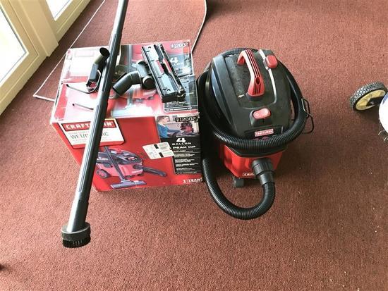 Craftsman Wet Dry Vacuum w/box, accessories