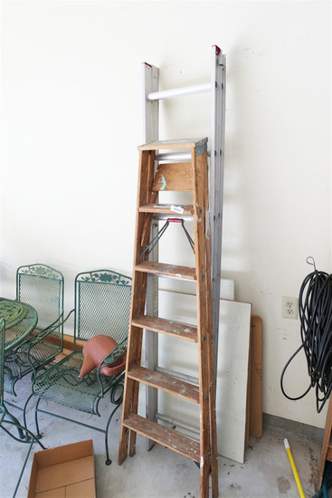 14' extensioon ladder + wood