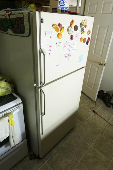 GE Refridgerator/Freezer