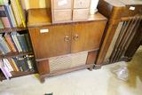 Vintage tube radio/record player
