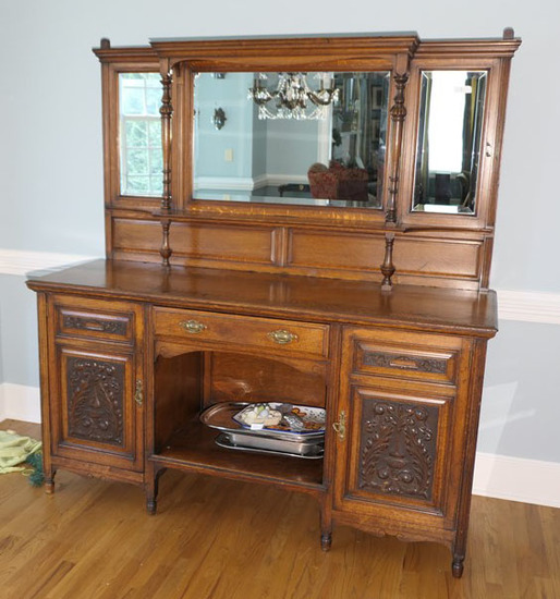 Beautiful antique oak buffet w/mirrors