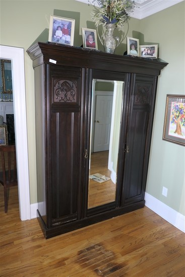 Large antique armoire w/mirror