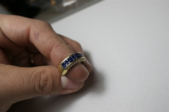 Diamond and sapphire set 14k gold ring
