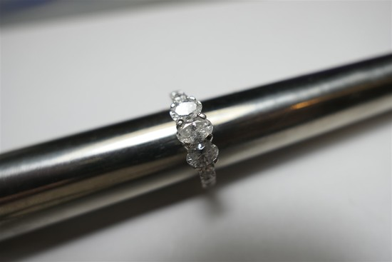 14k gold engagement ring w/3 large oval diamonds