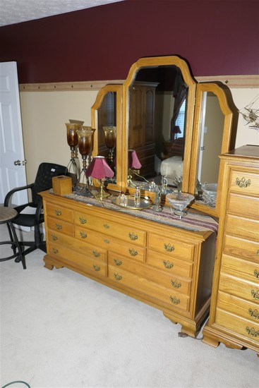 Cayton furniture oak dresser w/mirror