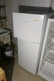 Nice Magic Chef Freezer/Refrigerator - works