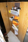 Cabinet contents lot - Hunting items