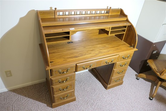 Nice vintage Oak roll top desk