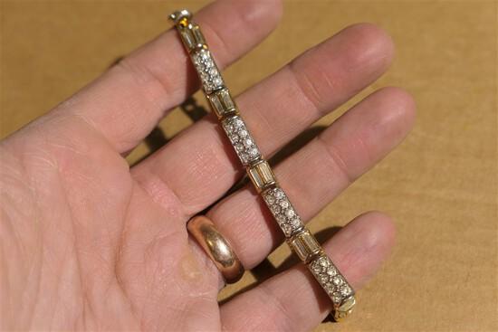 Nice Swarovski Crystal Bracelet Gold Tone