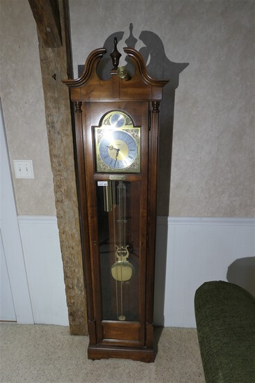 Vintage Howard Miller tall case grandfather clock