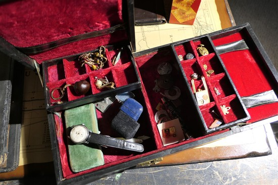 Jewelry, box and watches lot