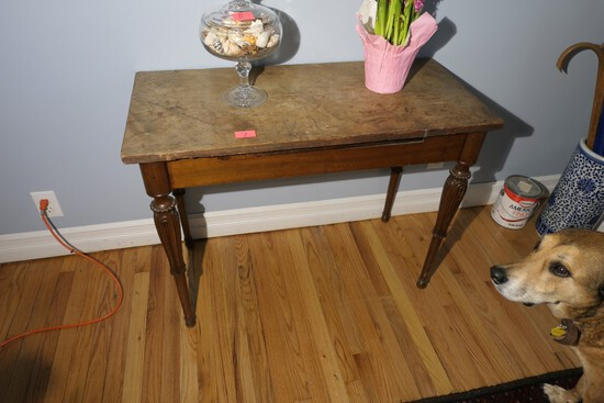 Antique Sheraton Table with Fancy Legs
