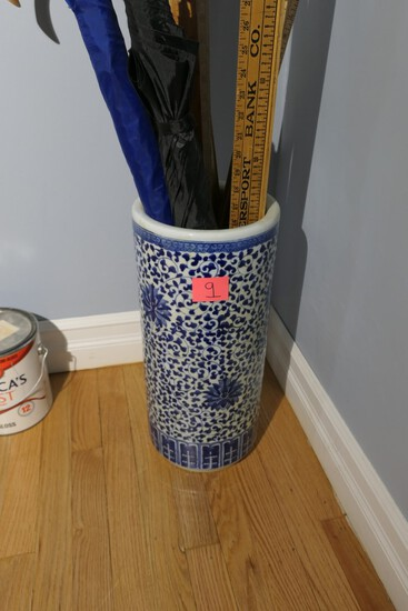 Chinese blue and white porcelain umbrella holder