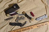Group lot of assorted vintage and newer knifes