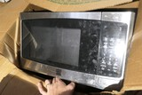 Microwave and tupperware lot