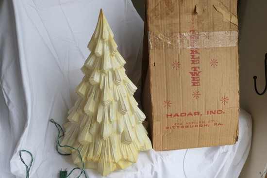 Hadar Vacu-Form Twinkle Tree w/Box