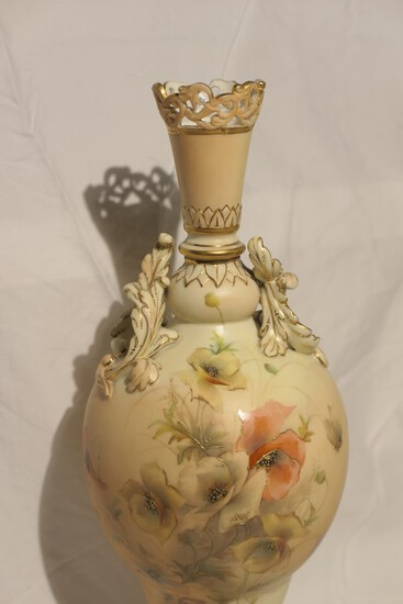 Unusual Royal Worcester English Ceramic Vase 733G
