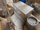 Metal hog feeder PLUS Minnow can