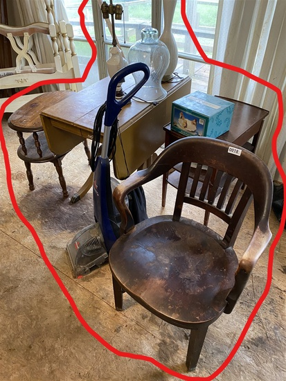 Group of assorted furniture and lamps