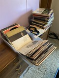Very large lot assorted vintage popular records