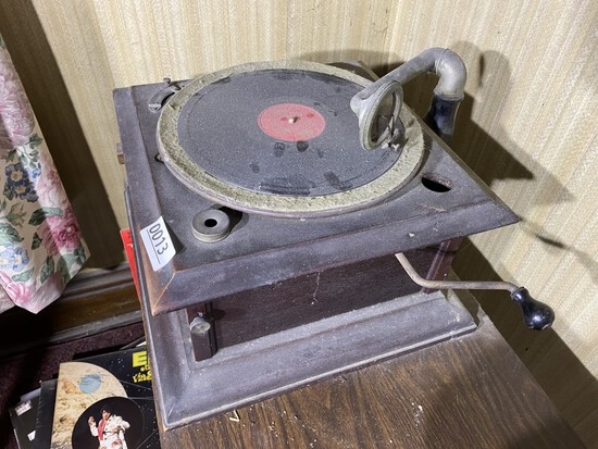 Antique Columbia Graphophone Record Player