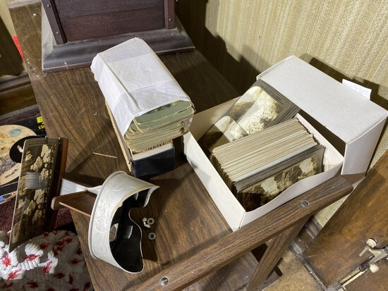 Stereoviewer and large lot of stereoview cards