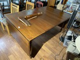 Large sized gate leg table
